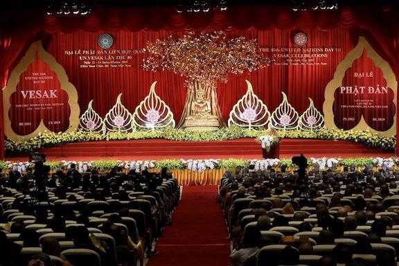 道慈大和尚率中国佛教代表团赴越南参加联合国卫塞节