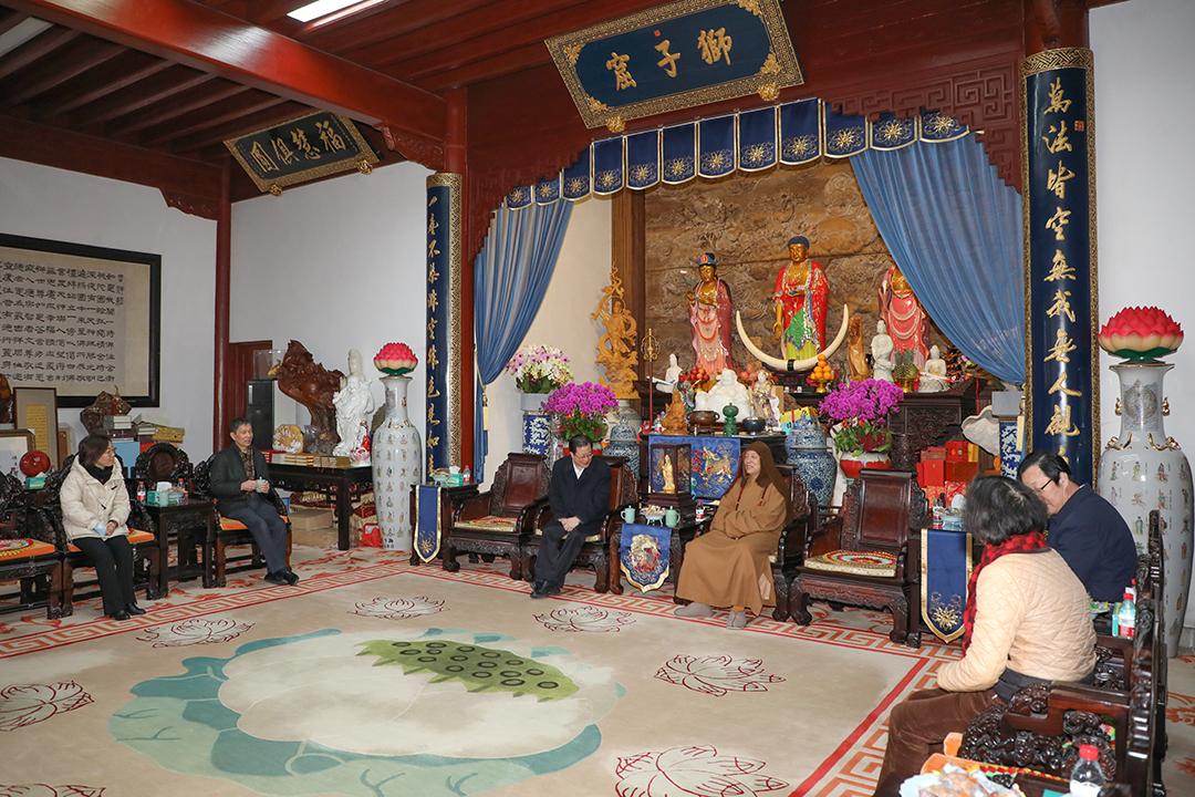 舟山市政协主席王伟看望全国政协委员道慈大和尚
