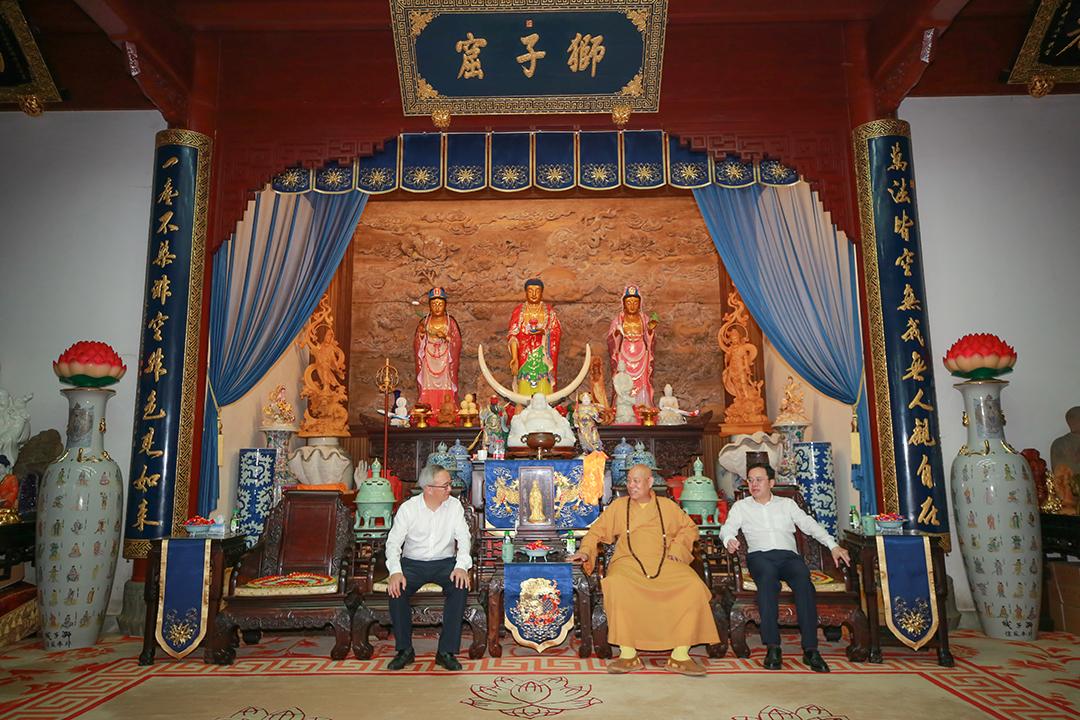 杭州市委常委、统战部部长陈新华一行到访普陀山考察交流