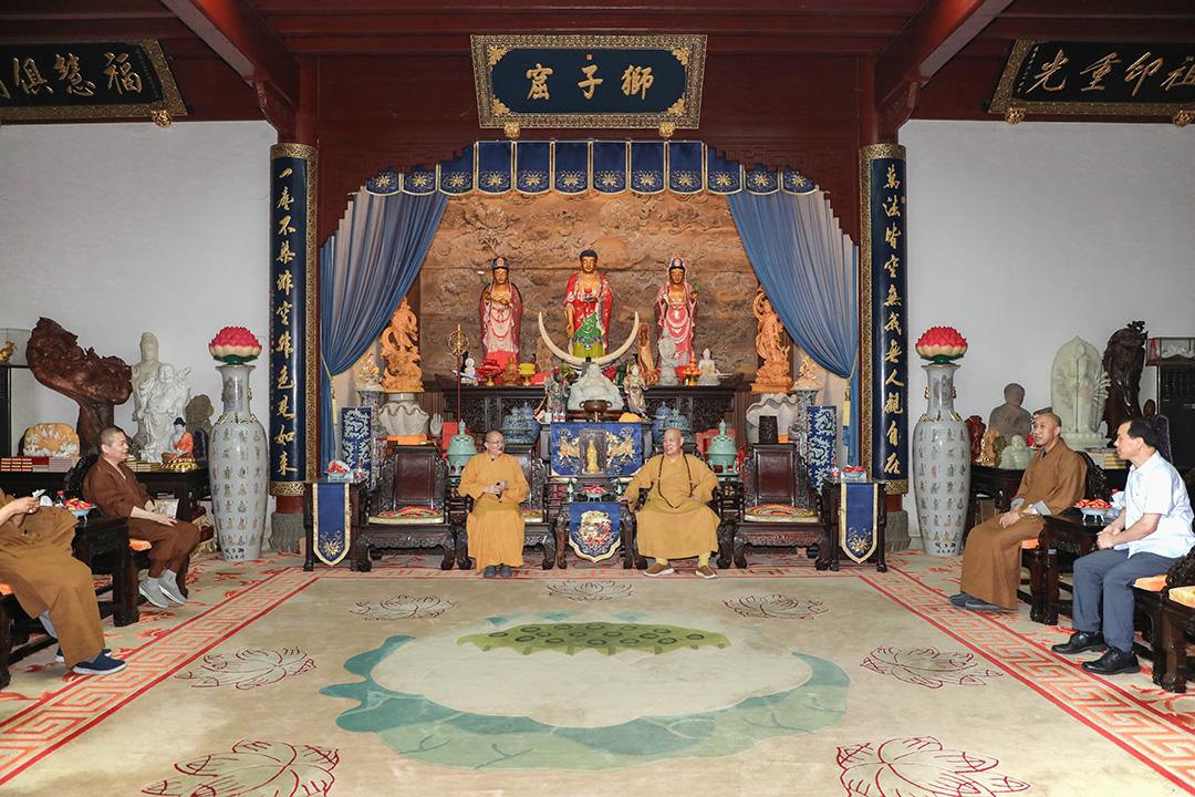 中国佛教协会副秘书长宏度法师一行考察普陀山佛教协会传戒法会筹备工作