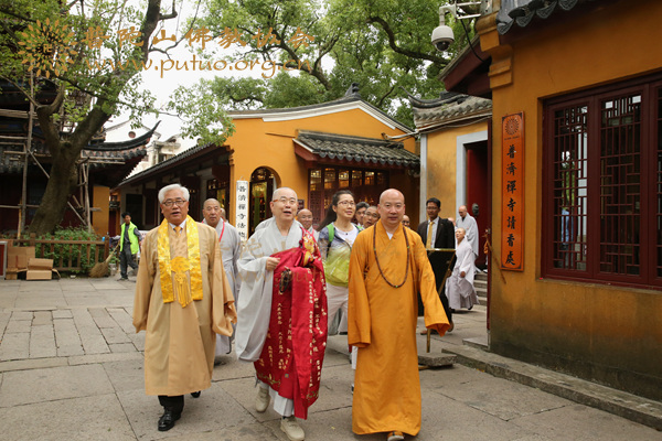 韩国佛教参访团、天台宗总务院长春光法师一行参访普陀山