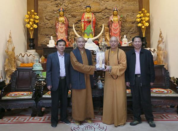 澳门佛教总会理事长宽静法师一行参访普陀山