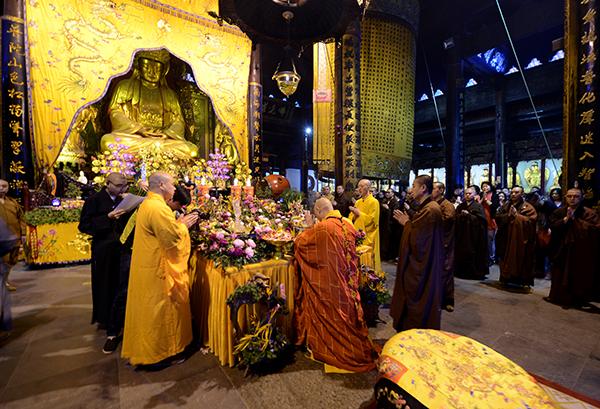 丁酉年四月初八普陀山普济禅寺隆重举行浴佛法会