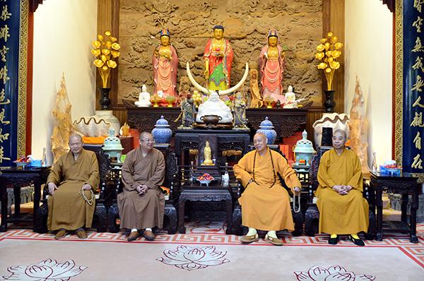 中佛协副会长、湖北黄梅五祖寺方丈正慈大和尚一行参访普陀山