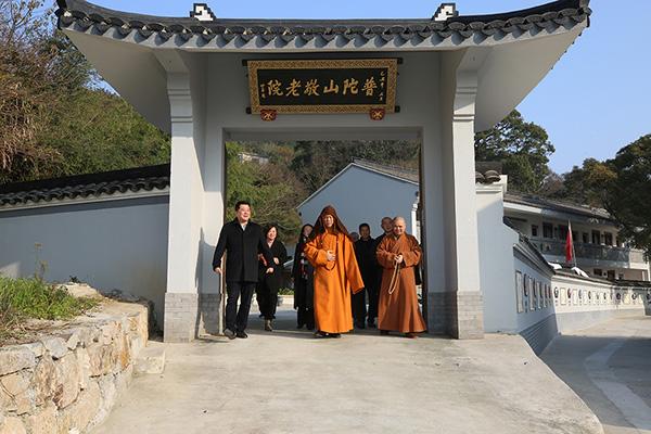 会长道慈大和尚一行赴佛教颐养堂和本山敬老院进行新春慰问