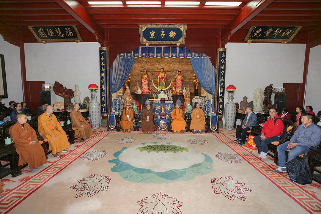 美国佛教联合会会长明予法师一行参访普陀山