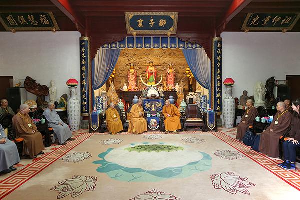 台湾大台南佛教会理事长明光法师一行参访普陀山