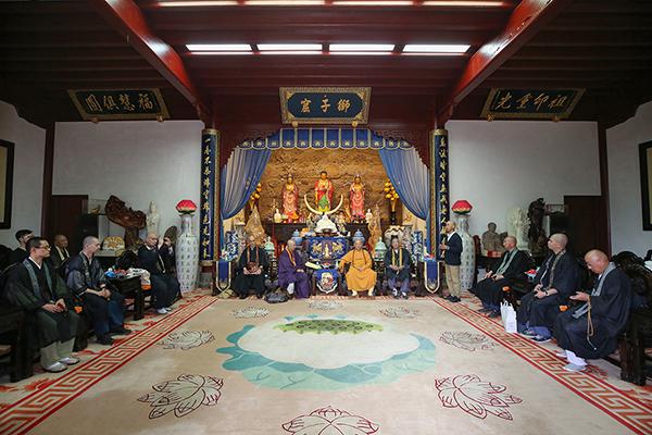 日本中国观音灵场会米田良中长老一行参访普陀山